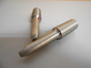 Próbka okrągła po przeprowadzonej próbie rozciągania stali